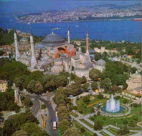 Turkey_Istanbul_Hagia_Sophia_Sultanatmet_square_ba4ee88f70234a75be88f48402289d12